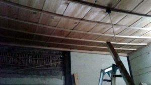 天井が落ちている