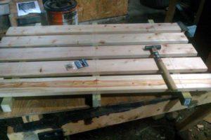 檜のすのこ作り