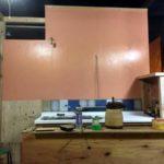 台所壁のペンキ塗り