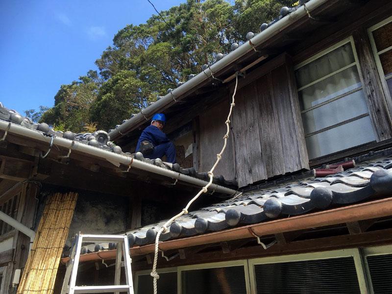 台風15号被災者宅の補修中