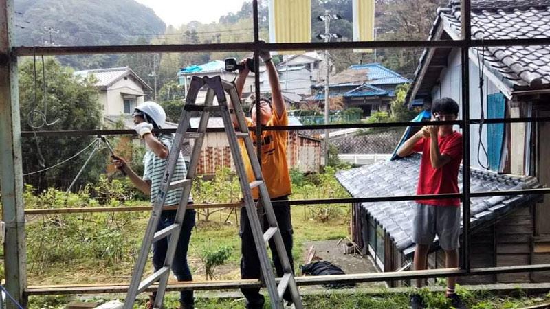 台風15号被災者宅支援中