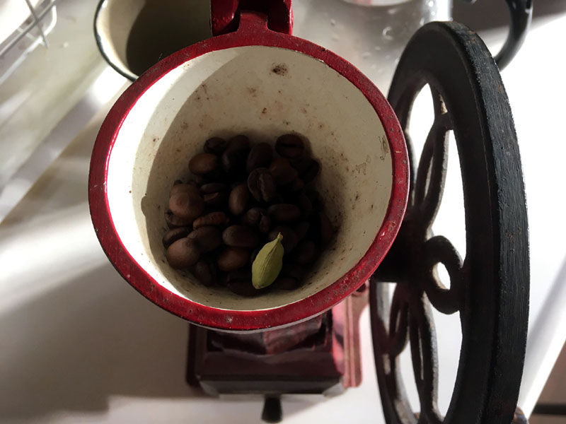 カルダモンとコーヒー豆
